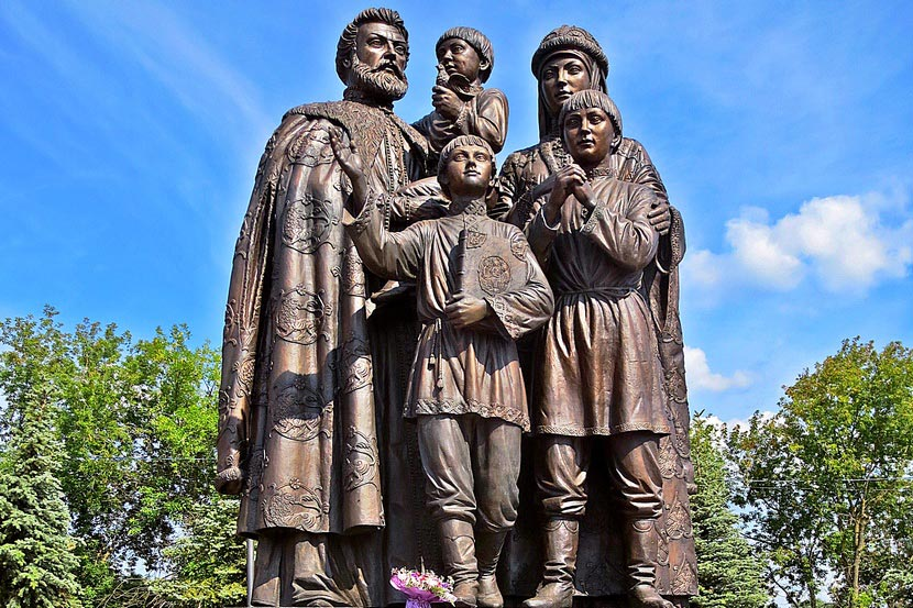 Памятник семье Сергия Радонежского в Сергиев Посаде