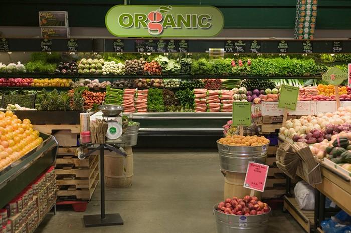 Овощи и фрукты в павильоне Органик