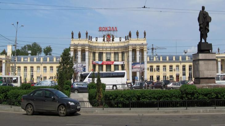 На привокзальной площади Черняховского