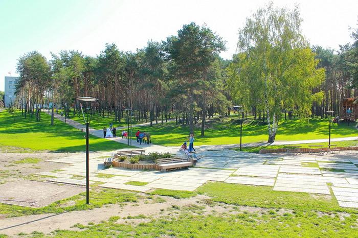 Аллеи парка весной